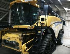 New Holland CR9090 Smart Trax Combine